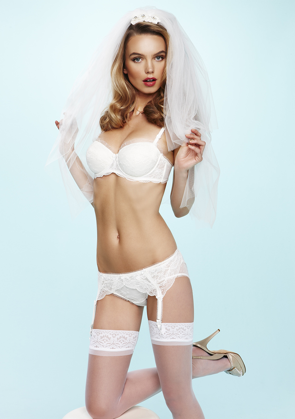 http://lingerietribute.files.wordpress.com/2012/11/collette-dinnigan-bridal-lingerie.jpg