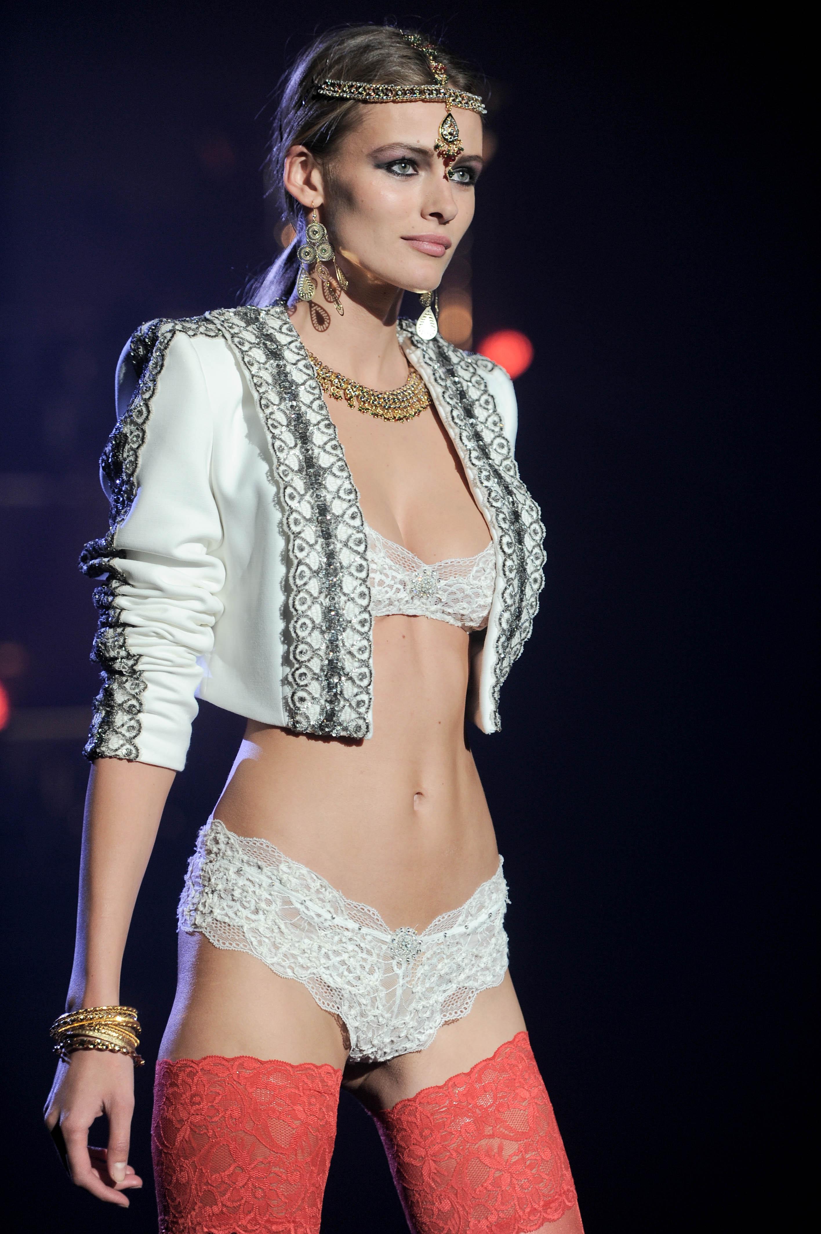 Etam Lingerie – Fashion Show 2013